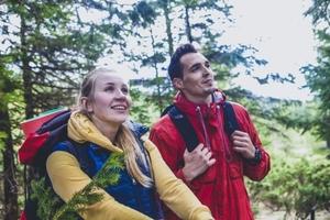 ブロックテックパーカはユニクロのヒット登山商品!評判やコーデ・機能性など紹介!