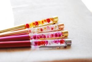 ハーバリウムボールペンの作り方と材料まとめ!おすすめの花材やキットも!