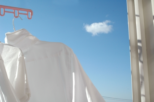 服のシワをアイロンなしで伸ばす方法を伝授!簡単な裏技&対策法11選!