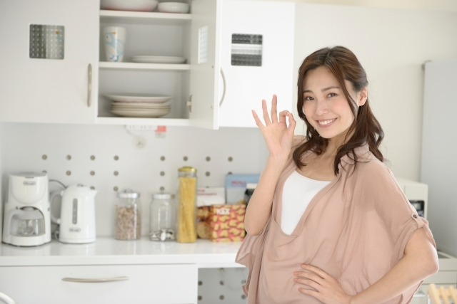 キッチン吊り戸棚の使い方!おすすめの収納方法やDIYのアイデアをチェック!