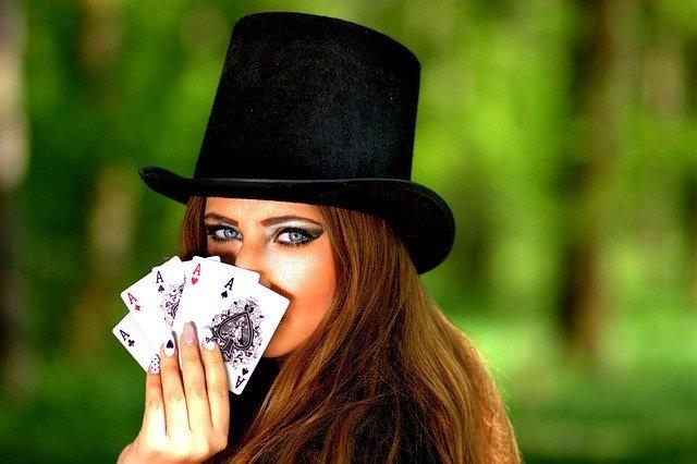 ポーカーのルール・やり方をわかりやすく解説!基本の遊び方や進め方を紹介!