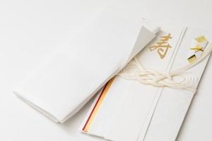 出産祝いのご祝儀袋の選び方・書き方とは?金額や入れ方などのマナーも紹介!