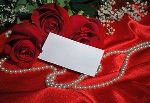 結婚式のお呼ばれネックレスマナーは?パールなど選び方や合わせ方も紹介!