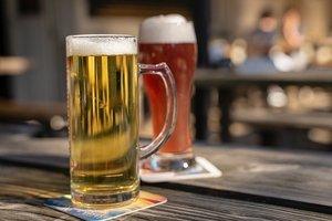 発泡酒とビールの違いをわかりやすく解説!味・価格・原料などの特徴や定義とは?
