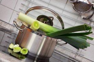 ダイソーの鍋は優秀でおすすめ!片手鍋や両手鍋など種類ごとの口コミは?