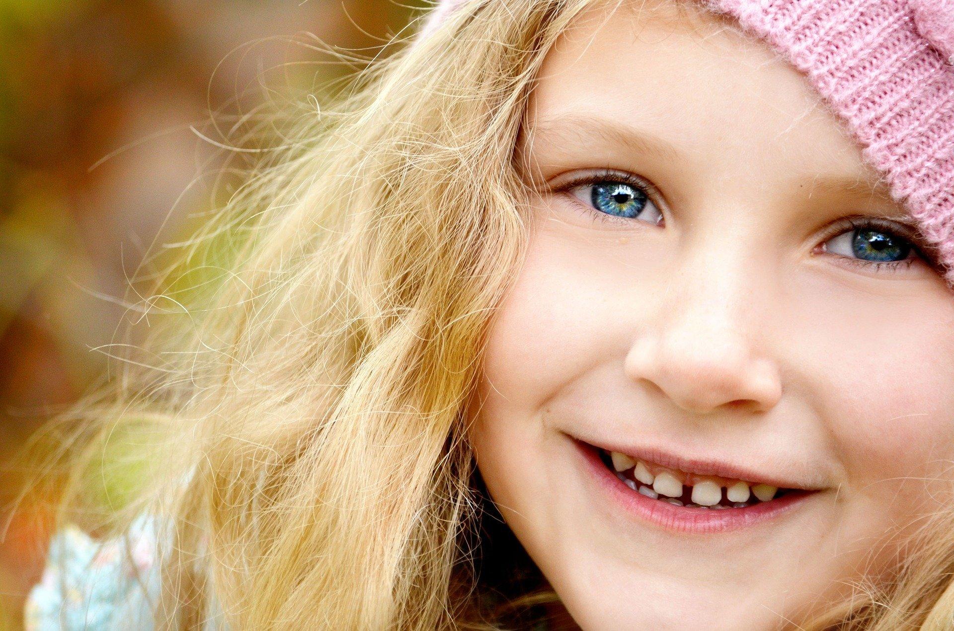 笑顔が持つ素晴らしい効果を解説!幸せを引き寄せる方法とは?