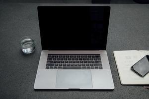 軽量ノートパソコンのおすすめ23選!1㎏以下で持ち運べる人気機種は?