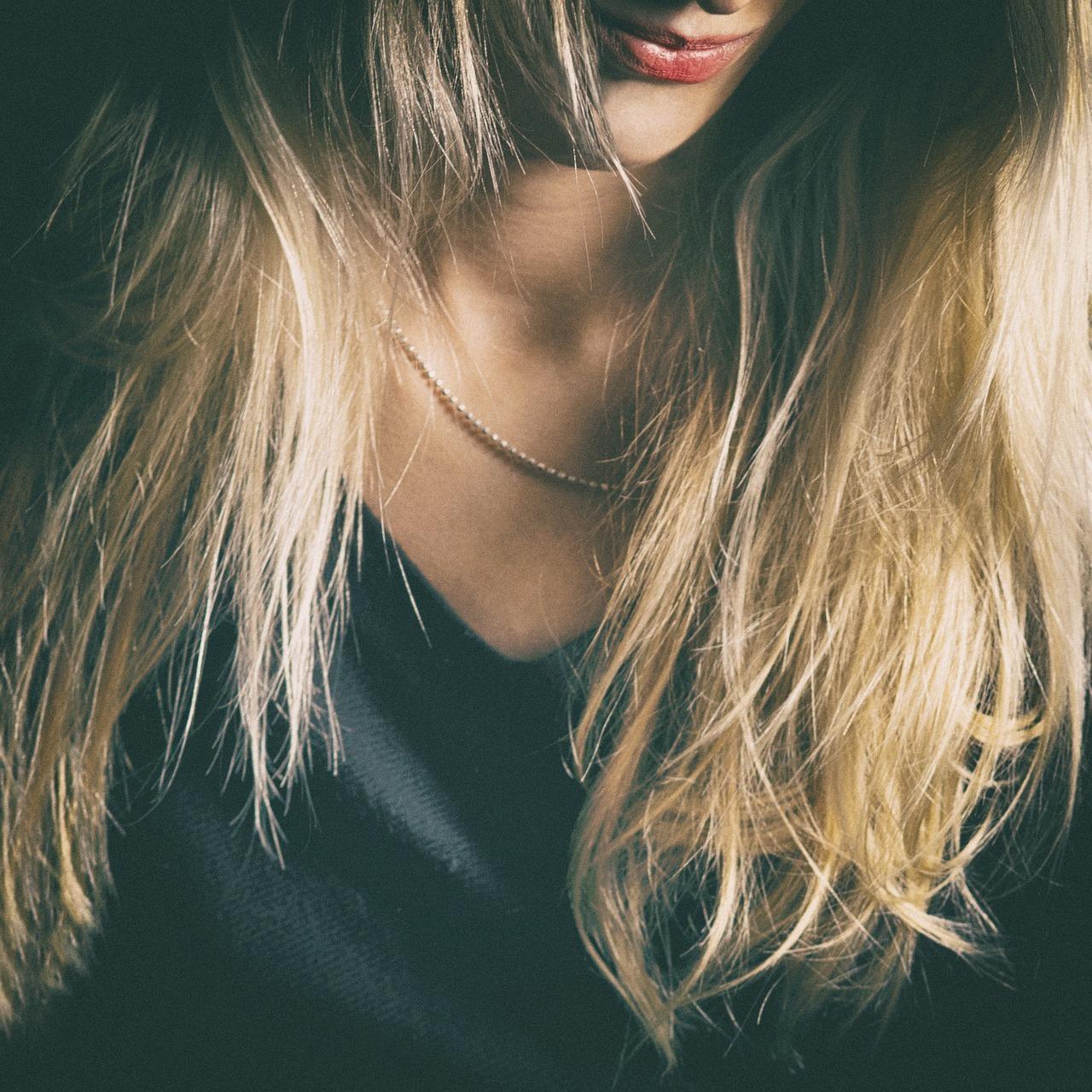 髪がまとまらない理由は?スタイリングしやすい髪になる方法をチェック!