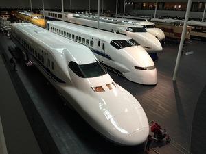 新幹線のぞみでコンセントが使える座席はどこ?車両の違いや見分け方も解説!