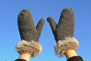 ユニクロの手袋は防風仕様で暖かい!機能性などの特徴や評判をまとめて紹介!