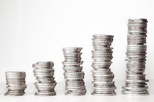 年収3000万円の手取りはいくら?税金や家賃・貯金などの生活レベルも紹介