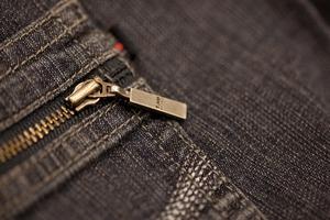 ユニクロのセルビッジジーンズの履き心地や特徴をチェック!おすすめ度が高い!