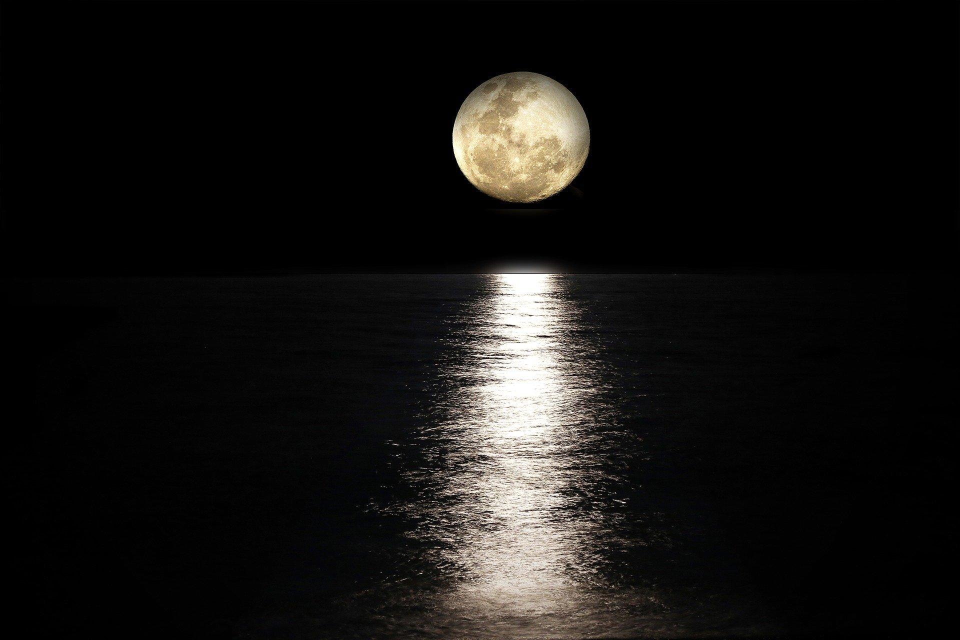 月 が 綺麗 です ね 類義語