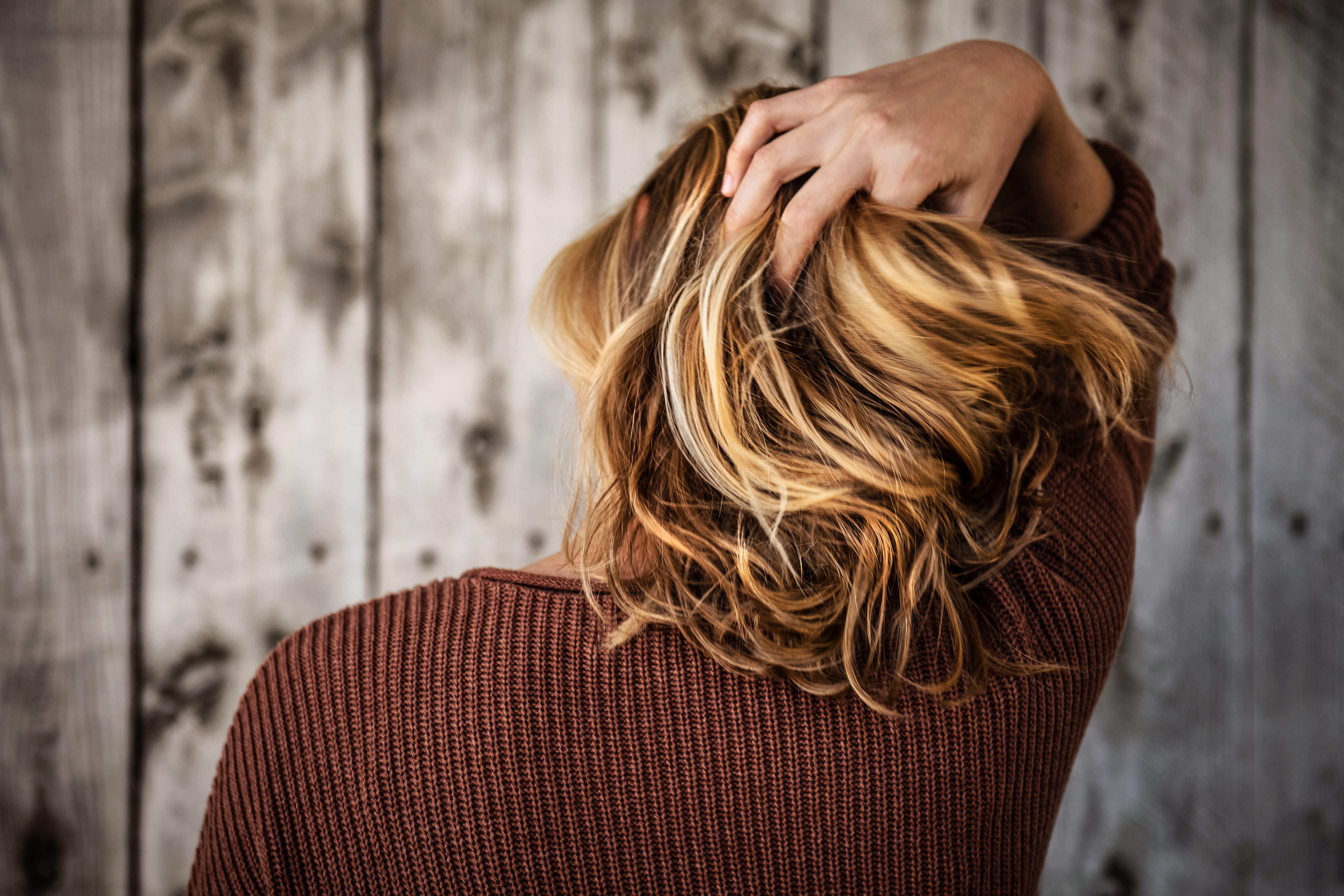 髪のプリン状態を目立たないようにするには?ごまかすアレンジ方法紹介!