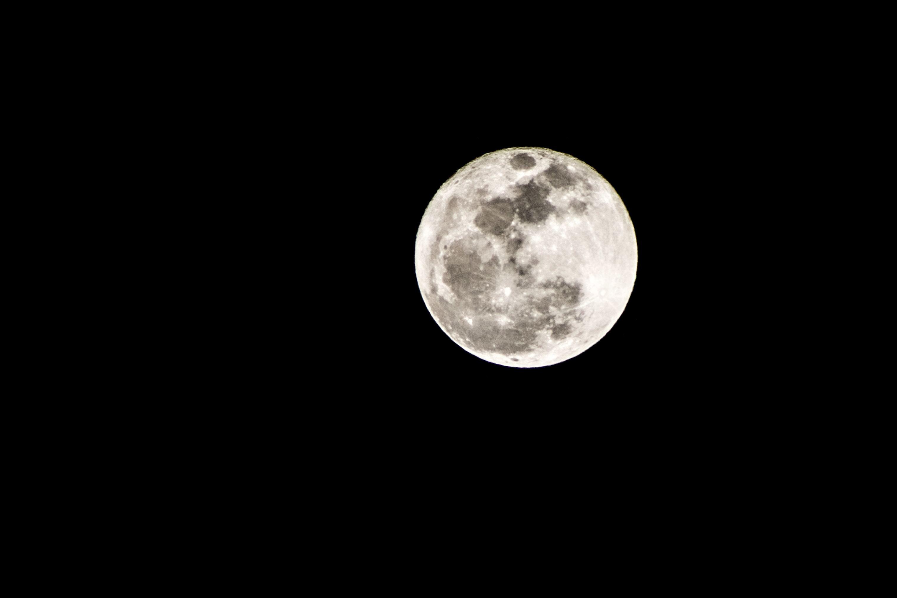「月が綺麗ですね」の意味とは?上手な返事の返し方の種類も紹介!