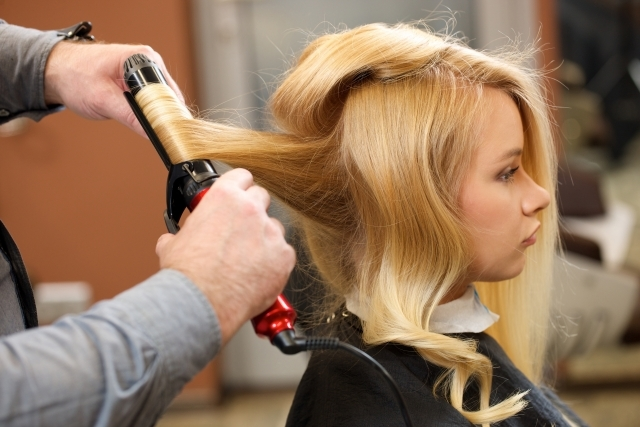 髪が傷まないヘアアイロンが欲しい!評判のいい商品や最適な温度を紹介!