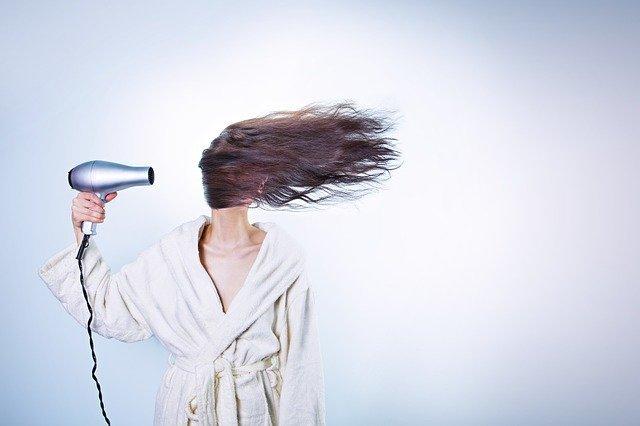 髪の正しい乾かし方をレクチャー!ボリュームを抑えてサラサラにする手順とは?