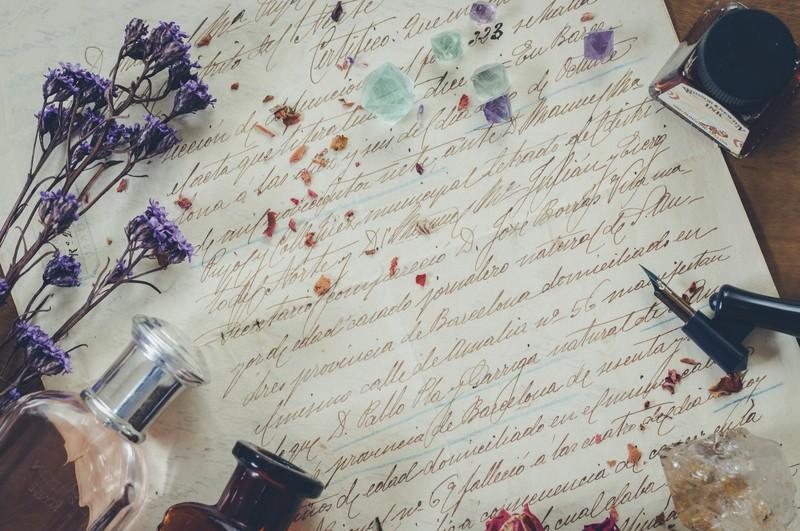 11月の時候の挨拶と季語を一覧で紹介!手紙の文例や結びに使える表現も!