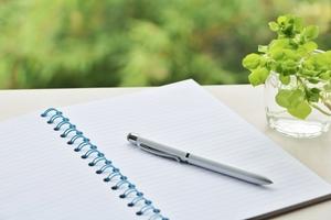 ボールペンのおすすめ27選!書きやすい人気メーカーや用途に合った選び方も紹介