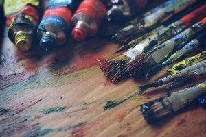 アクリル絵の具の使い方まとめ!特徴・塗り方のコツやDIYアイデアも紹介!