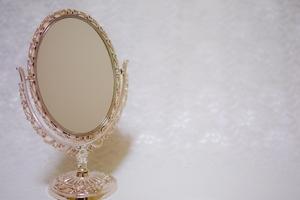 100均ダイソーの鏡ならどのタイプを選ぶ?卓上用などサイズも豊富で便利!