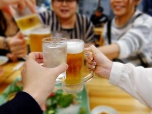 飲み会の話題が盛り上がる会話術まとめ!シチュエーション別のコツや鉄板ネタは?