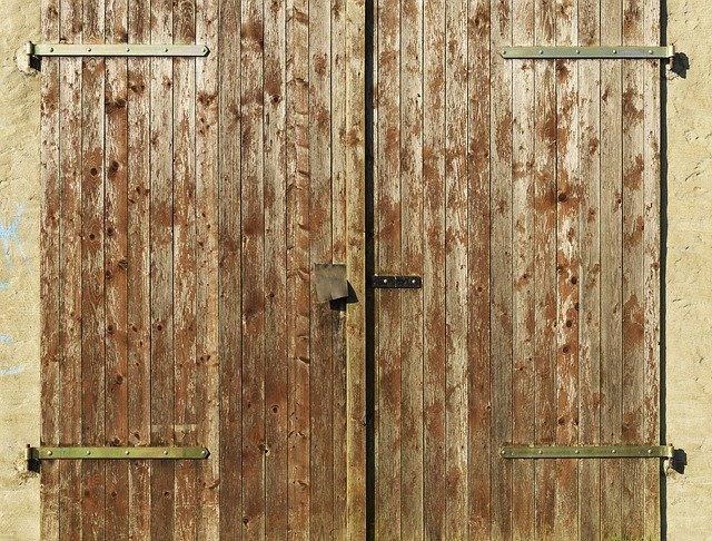 カラーボックスに扉をつける簡単DIY!付け方や使える100均グッズも紹介!