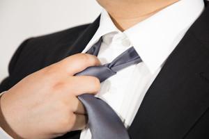 ユニクロのネクタイが高評価で人気!素材やデザインなどおすすめの理由を調査!