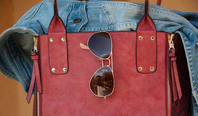 ダイソーのバッグやトートバッグは使い勝手もデザインも良し!おすすめまとめ!