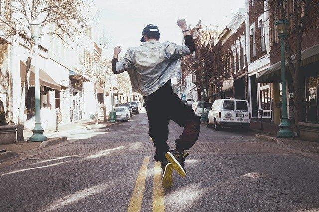 TikTokのダンスの振り付けを解説!簡単に覚える方法や人気の曲まで紹介!