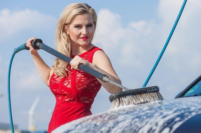 洗車機のメリット・デメリットを徹底調査!メニュー・料金など使い方も解説!