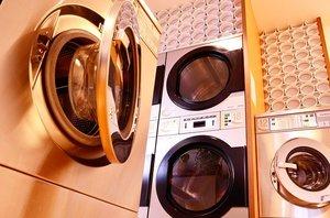 コインランドリーでスニーカーを洗おう!靴洗濯機の使い方・料金・時間を調査!