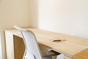 机のDIYにチャレンジ!簡単で安いおしゃれなデスクの作り方をレクチャー!