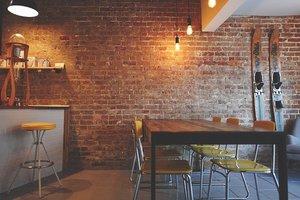 ブルックリンスタイルのインテリアがおしゃれ!人気の家具や壁紙をチェック!