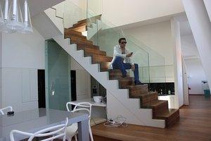 階段下を活かす収納術まとめ!奥行きをフルに使ったアイデアや活用方法も!