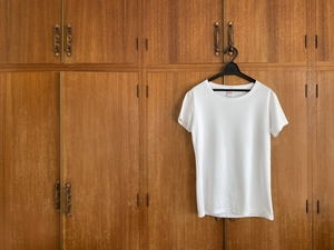 Tシャツの黄ばみの落とし方!白がよみがえる優秀な洗剤や洗濯のコツを伝授!