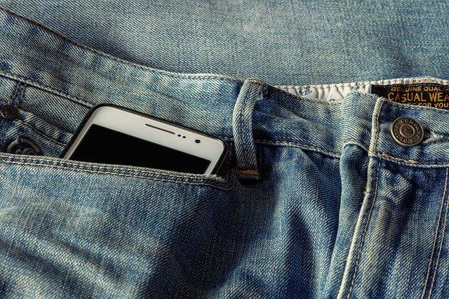 ズボンの収納方法!100均グッズを使った簡単アイデアや畳み方まとめ!