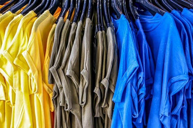 Tシャツをハンガーにかける注意点!襟が伸びない&肩に跡がつかない人気商品も!