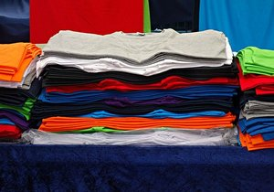 Tシャツの簡単なたたみ方!シワがつかない方法やきれいに収納できる方法も!