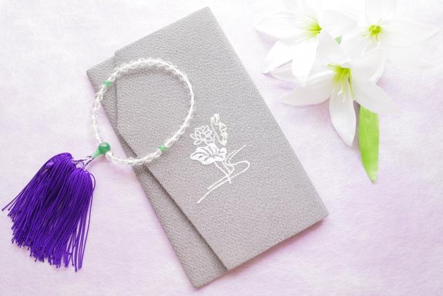 ふくさ(袱紗)の色の選び方とマナーを紹介!葬儀・結婚式での正しい包み方とは?
