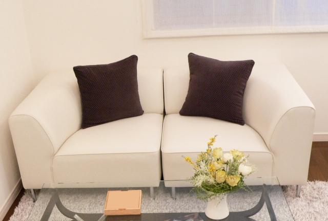 ソファのサイズの選び方ガイド!寸法の測り方や部屋に合う品を選ぶポイントも!