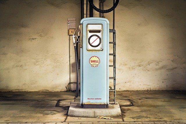 レギュラー車にハイオクガソリンは入れられる?違いやメリット・デメリットも紹介