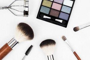 化粧品の使用期限をチェック!期限が過ぎたコスメや未開封はどうする?