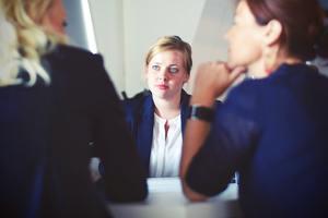 話が噛み合わない原因とは?会話の特徴や改善するべきポイントを解説!