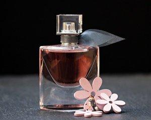 香水の収納方法まとめ!おしゃれに見せるケースやおすすめの100均グッズも!