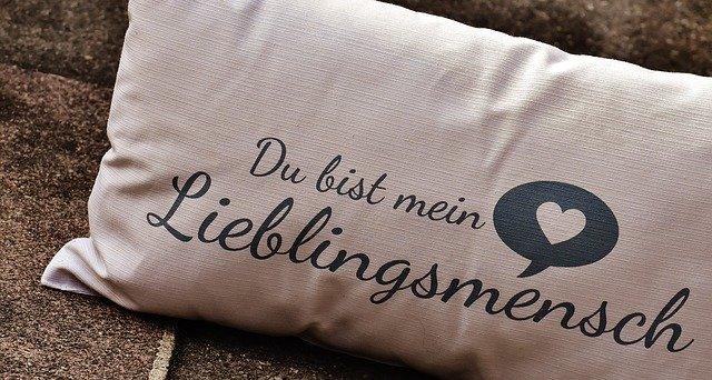 抱き枕のおすすめ人気ランキング!快眠を助ける寝心地の良いものは?