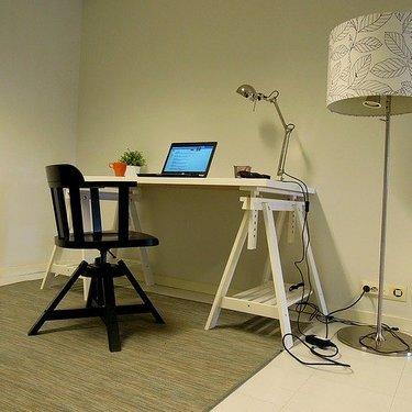 IKEAのパソコンデスクを一挙紹介!安い人気商品やおすすめの組み合わせなど!