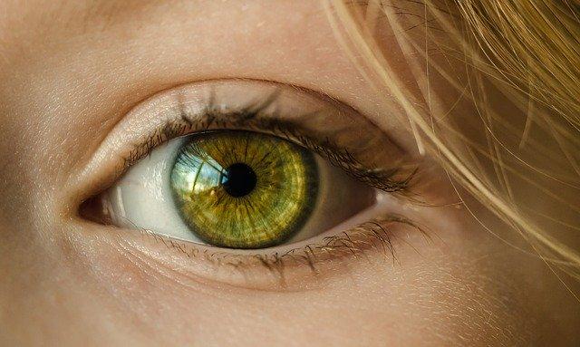 「雌雄眼」の人の特徴を解説!左右の目の大きさやバランスが違う理由とは?
