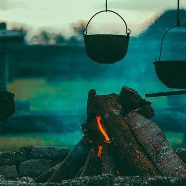 クイックキャンプのアウトドア商品が人気!テントから椅子ワゴンまで一挙に紹介!
