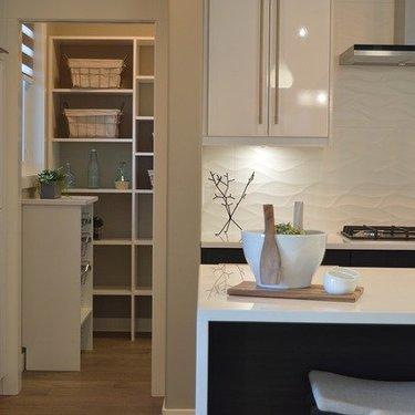 納戸収納のおすすめアイデアまとめ!簡単に整理できる方法を実例付きで紹介!